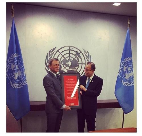 Исполнитель роли «агента 007» Дэниел Крейг назначен  глобальным борцом ООН за ликвидацию мин