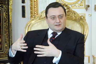 СК намерен добиться выдачи в РФ миллиардера Семина по делу ТЦ