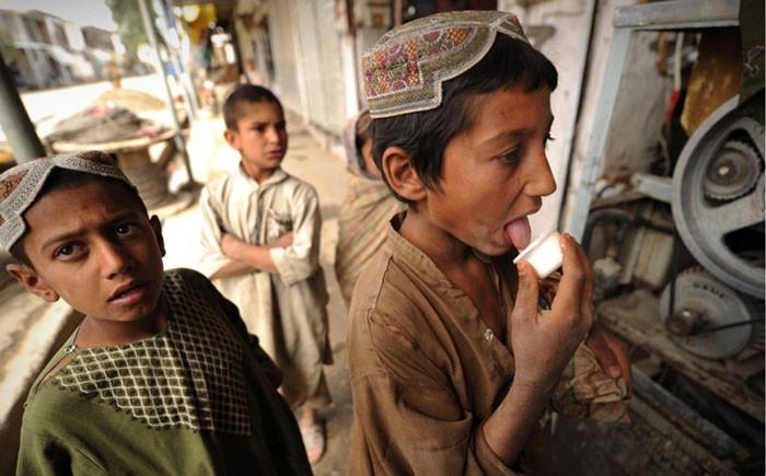 В Афганистане радикалы отравили более 100 детей