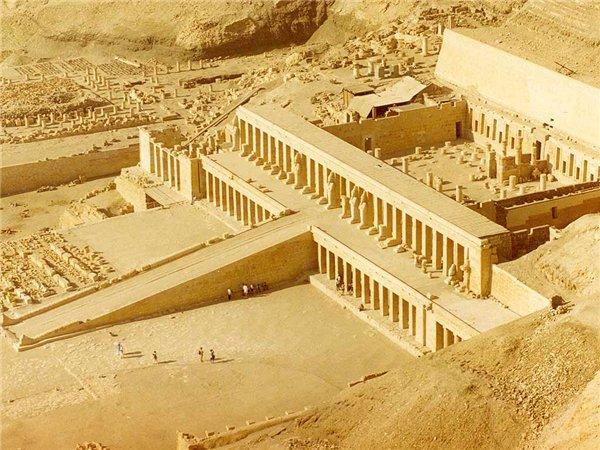 Российские ученые обнаружили «белые стены» древнего Мемфиса в Египте