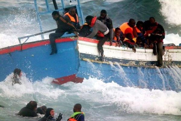 400 человек погибли при крушении судов у берегов Италии