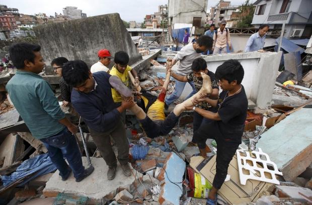Число жертв землетрясения в Непале достигло 3218 человек: россиян среди пострадавших нет