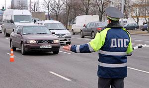 Под Оренбургом пьяный инвалид-автолюбитель протащил полицейского 10 метров
