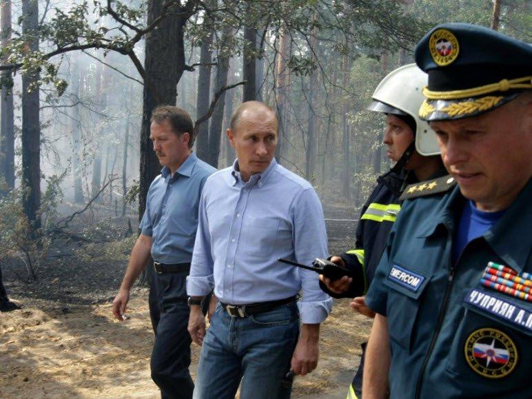 Владимир Путин прилетел в Хакасию, охваченную пожарами