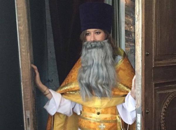 Ксению Собчак раскритиковали за пародию на священника