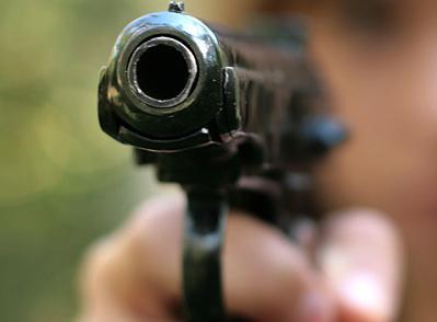 Трехлетний застрелил годовалого ребенка из пистолета