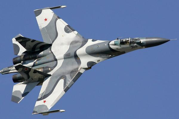 Американский самолет-разведчик был перехвачен российским истребителем