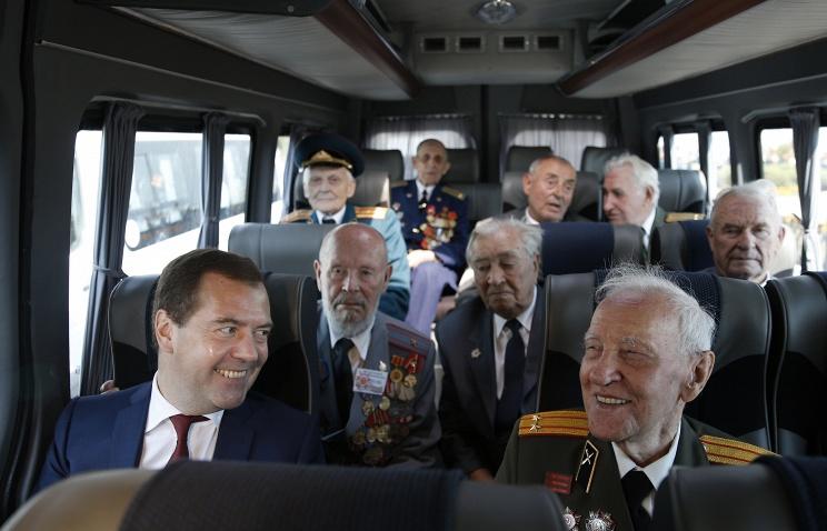 Авиаперелеты и железнодорожные поездки для ветеранов могут стать беспатными