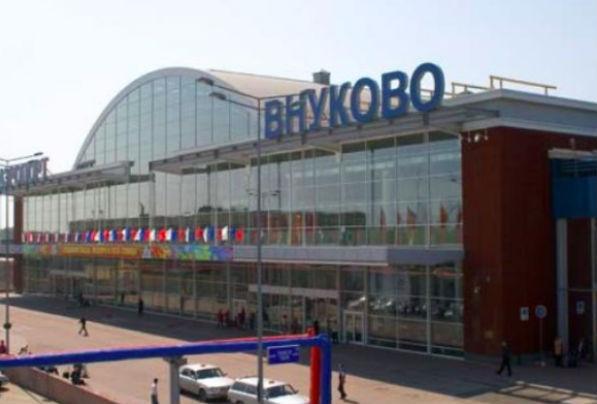 Самолет с лопнувшим колесом совершает аварийную посадку во Внуково