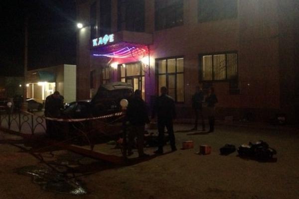 После перестрелки и взрыва у кафе в Волжском ранены уже 6 человек