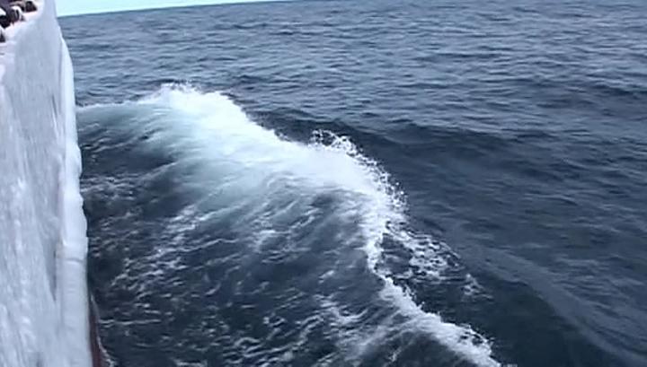 Возобновлены поиски рыбаков, пропавших в Охотском море
