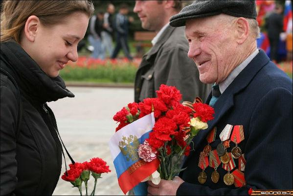 Латвийские ветераны получили ко Дню Победы 20 евро и открытку