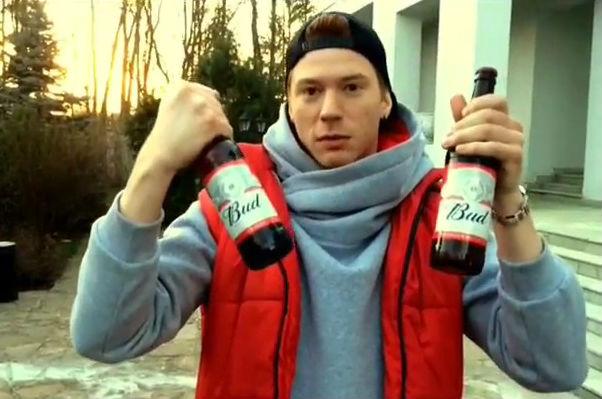 Никита Пресняков умеет открывать пиво пяткой