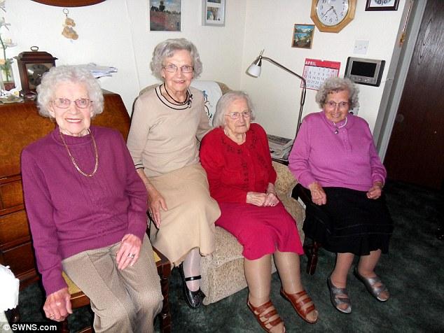Старейшим в мире сестрам-британкам 391 год на четверых