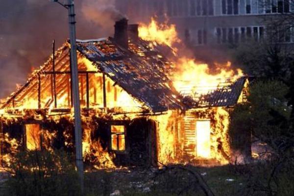 СК расследует гибель мамы с 10-летней дочкой на пожаре в Нижегородской области