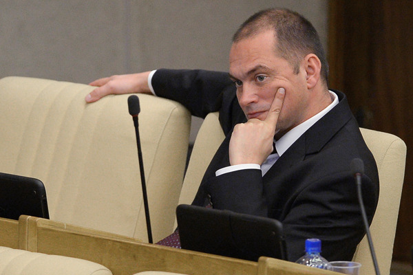 Осужденного за мошенничество депутата-коммуниста лишили мандата