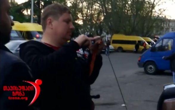 В Грузии русских байкеров заставили снять и изрезать георгиевские ленточки