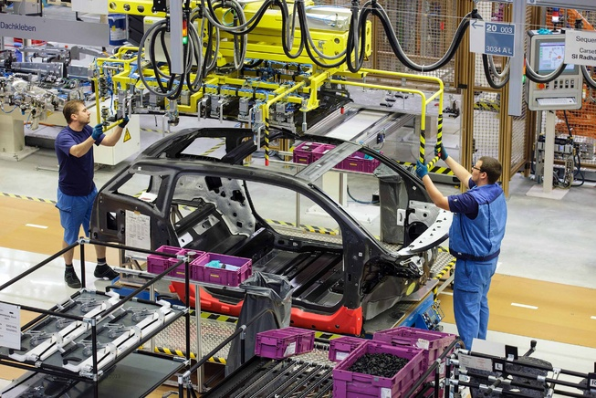 BMW отложил строительство завода в России