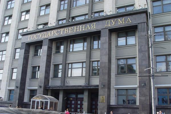 В Думе предложили сократить зарплаты чиновникам в