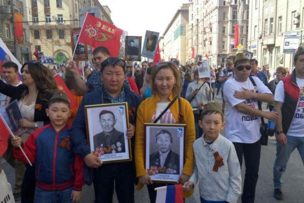 Семья из Якутии прилетела в Москву ради акции