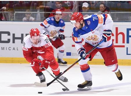 Российские хоккеисты в непростом поединке переиграли датчан