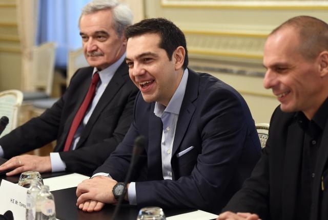 Греция идет против ЕС: всех уволенных возвращают на работу
