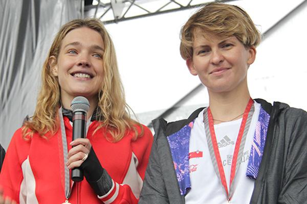 Наталья Водянова и звезды шоу-бизнеса побежали под проливным дождем