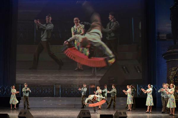 Кончите Вурст в России ответят фронтовыми песнями и гармонью