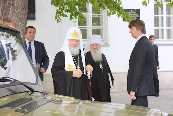 Патриарху Кириллу подарили УАЗ