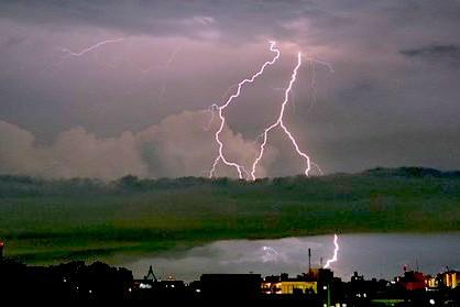 В беременную туристку из России ударила молния на Крите