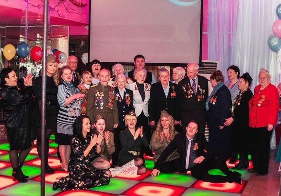 Ветеранов Нижневартовска поздравили в стриптиз-клубе