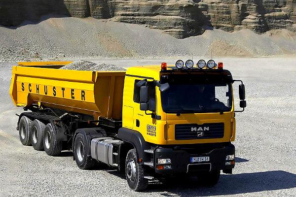 Со стройплощадки угнали три грузовика на 16 млн рублей