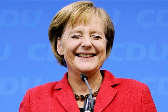 Меркель назвала отношения с Украиной