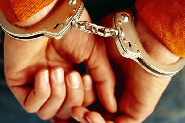 В Самаре юноши похитили школьницу, надели наручники и изнасиловали