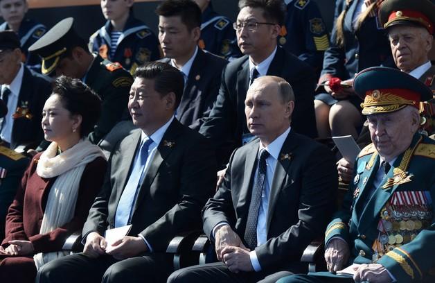 Иностранные СМИ, политики и дипломаты стыдят Запад за бойкот Парада Победы