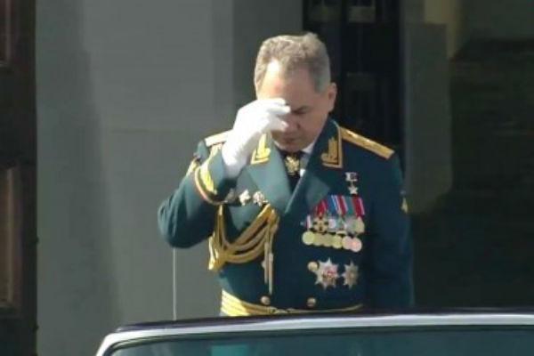 Сергей Шойгу перекрестился перед парадом Победы из религиозных побуждений