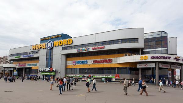 В Петербурге из-за угрозы взрывов эвакуируют посетителей шести торговых центров