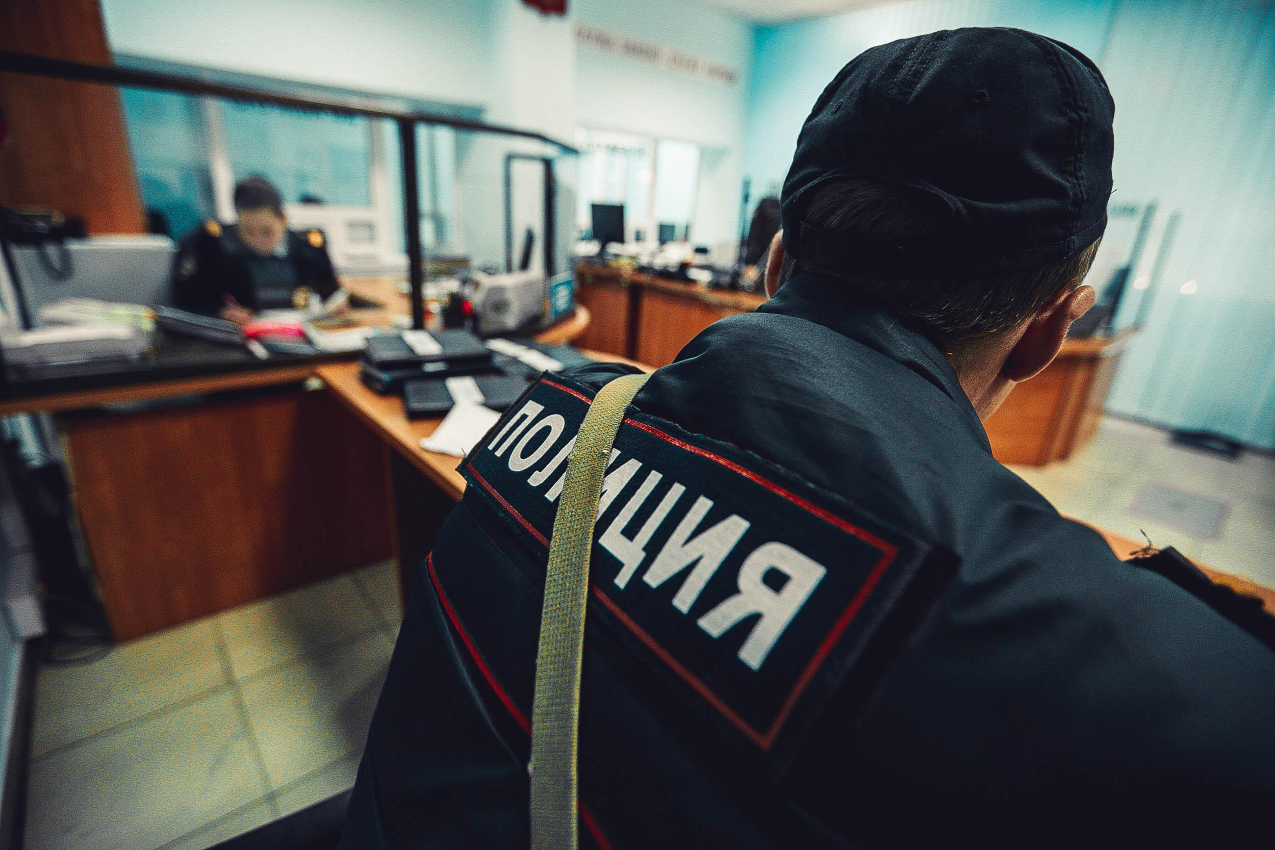 В Петербурге врачи скорой набросились на полицейских с электрошокером