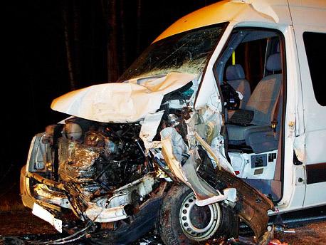 В ДТП с участием микроавтобуса серьезно ранены 16 человек