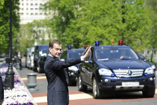 На каких служебных автомобилях ездят российские политики
