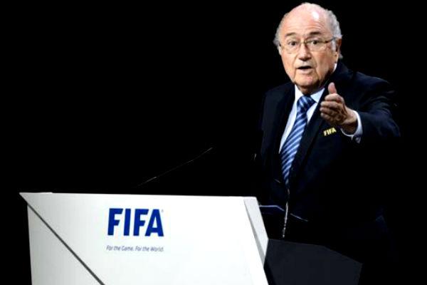Протестующие палестинки с флагом прервали речь Блаттера на конгрессе ФИФА
