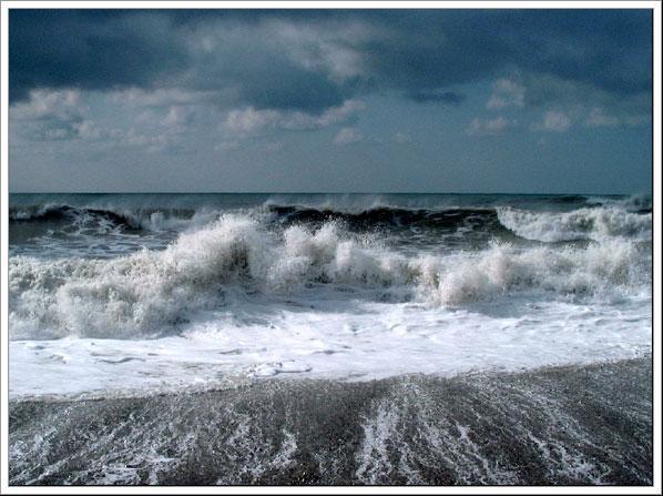 В Черном море перевернулась яхта: есть жертвы
