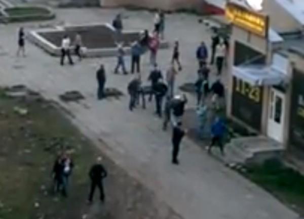 Толпа из 20 человек подралась возле кафе в Карелии