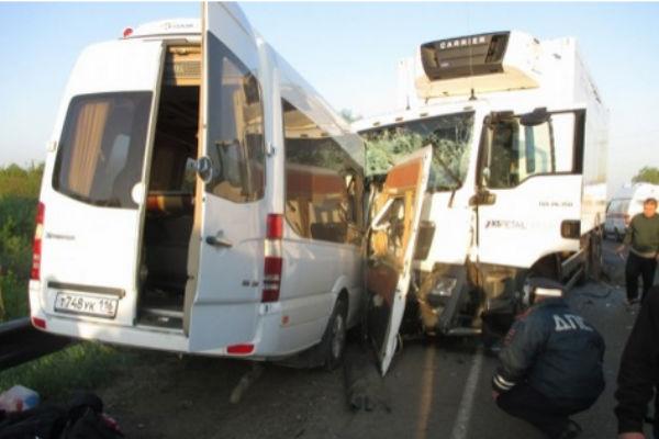 У водителей автобуса с детьми, разбившегося в Нижнем Новгороде, было 14 штрафов