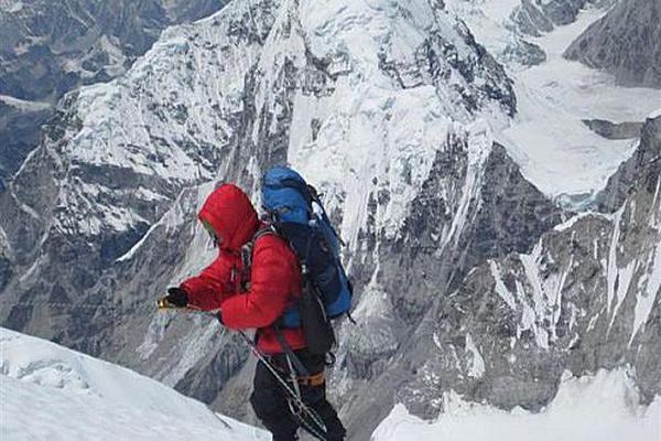 На Эльбрусе разбился о скалы альпинист из Рязани