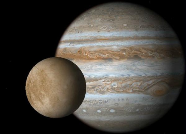 Тайна темных пятен на Европе раскрыта планетологами