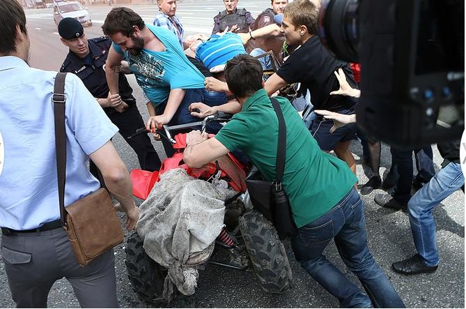 В Москве подрались православные и гей-активисты