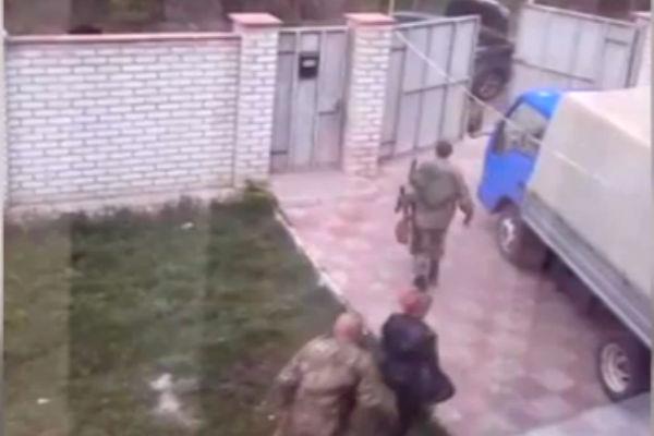 Украинский боец устроил в доме бывшей жены казарму и шантажирует ее интимными фото