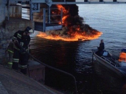 В Воронеже при столкновении катера c опорой моста погибли три человека