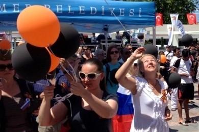 В Турции россияне и украинцы вместе празднуют День Победы